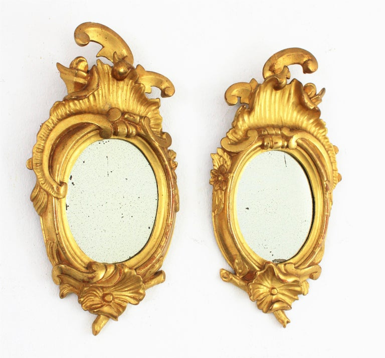 Pair of Art Nouveau Left and Right Gold Leaf Giltwood Mini Sized Mirrors In Excellent Condition For Sale In Barcelona, ES