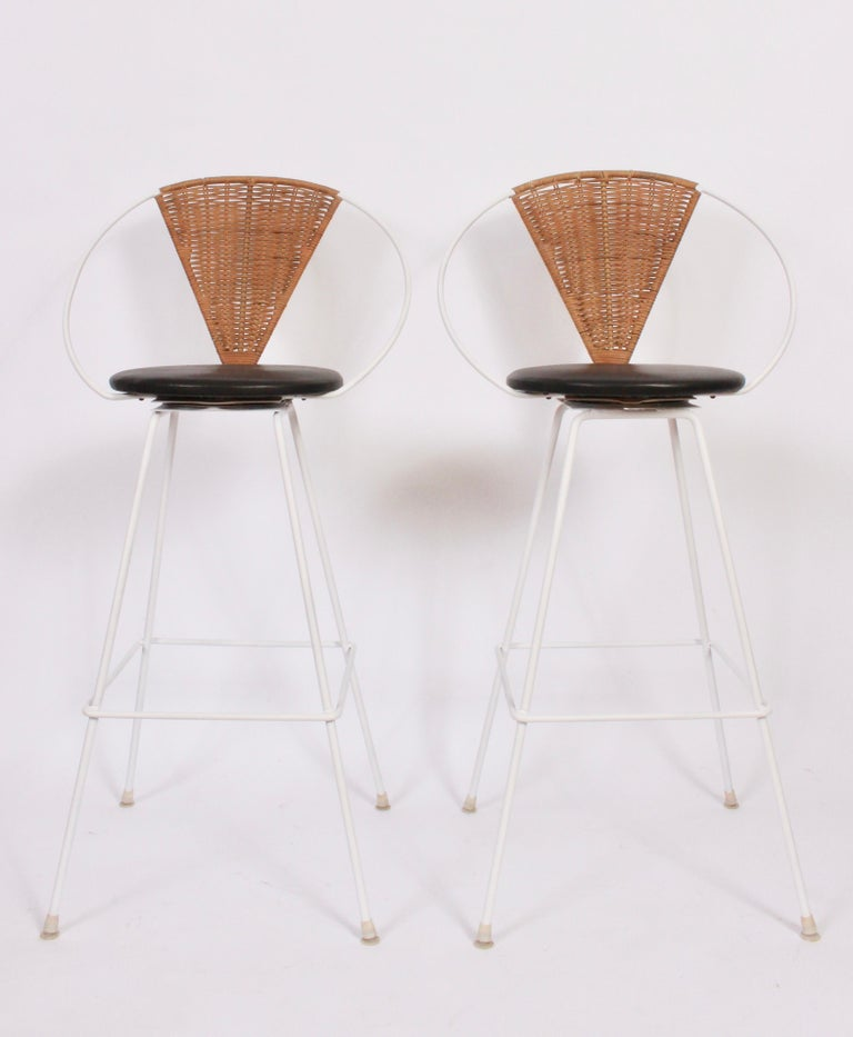 Pair of Arthur Umanoff for Shaver Howard Iron, Rattan & Black Leather Bar Stools For Sale 4