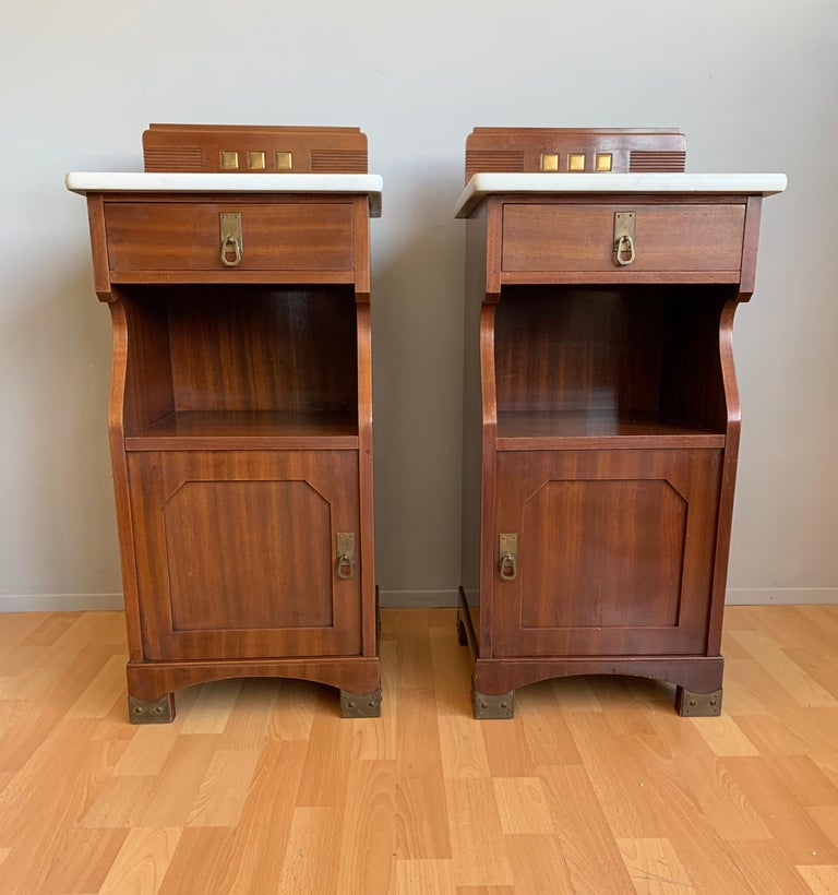 German Pair of Arts and Crafts Mahogany Bedside Cabinets / Nightstands with Marble Tops For Sale