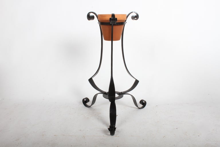 Pair of Arts & Crafts Wrought Iron Planters, Restored In Good Condition For Sale In St. Louis, MO