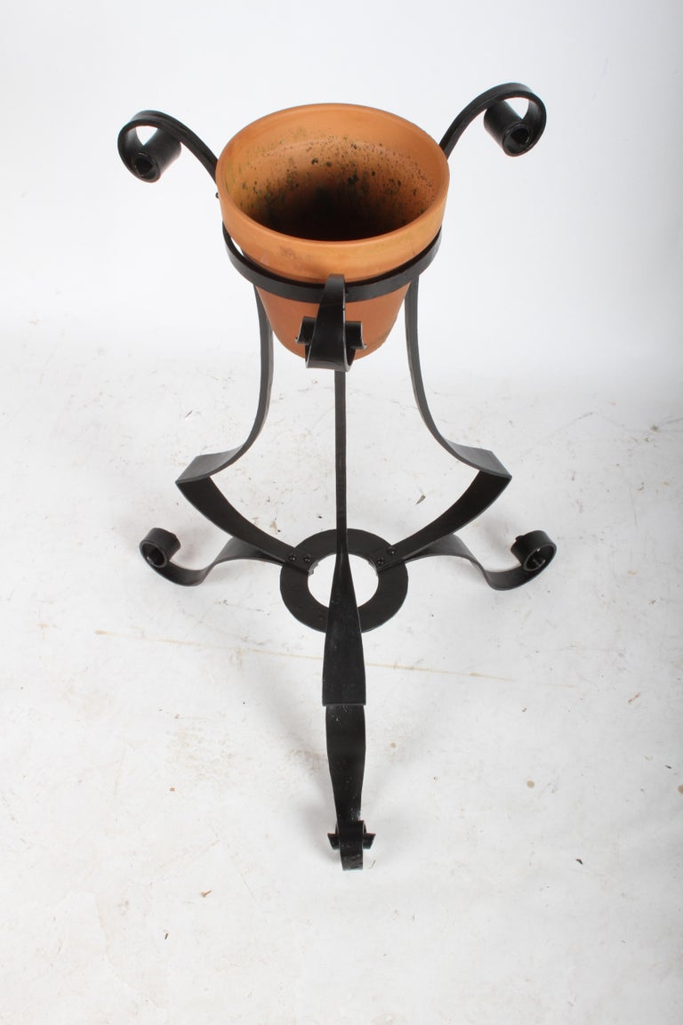 Early 20th Century Pair of Arts & Crafts Wrought Iron Planters, Restored For Sale