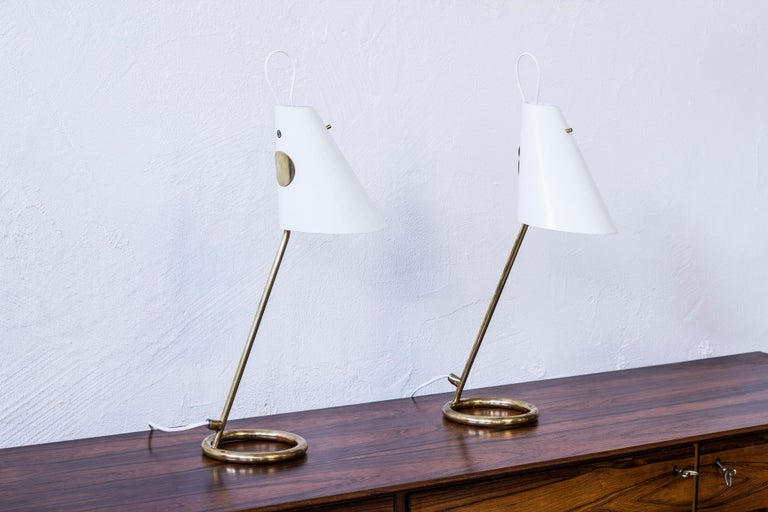 Very rare pair of B 90 table lamps designed by Hans-Agne Jakobsson. Produced by his own company, circa 1961-62 in very few numbers. Made from polished brass with light grey lacquered aluminum shades. Custom light switch in solid brass. Both