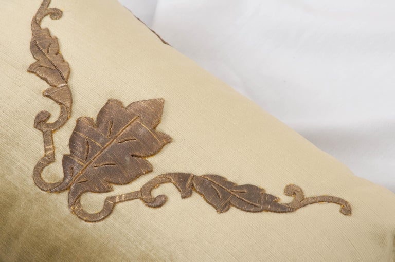 Pair of B. Viz Design Antique Textile Pillows In Good Condition For Sale In Baton Rouge, LA