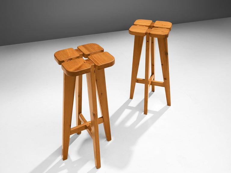 Lisa Johansson Pape for Stockmann AB, pair of barstools, solid pine, Finland, 1960s.  PAir of Scandinavian Modern barstools designed by Lisa Johansson Pape. The design is simplistic: A clover top with four sloping legs. The construction of the