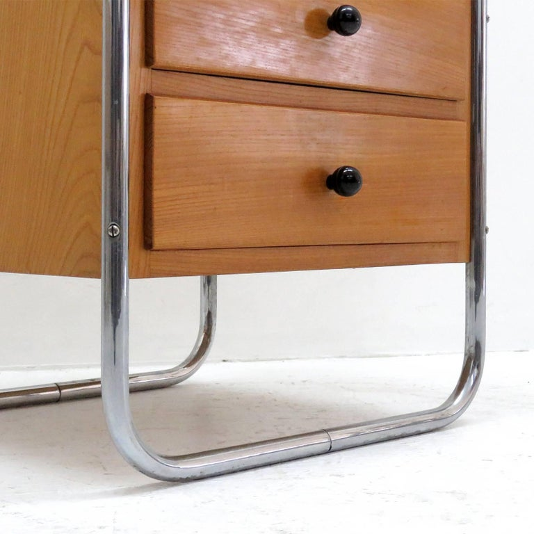 Pair of Bauhaus Nightstands For Sale 3