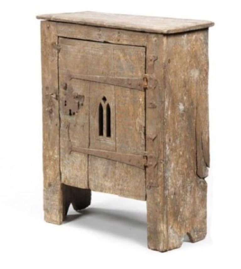Pair of Bedside or End Table Cabinets in 15th Century Aumbry Style In Good Condition For Sale In London, GB