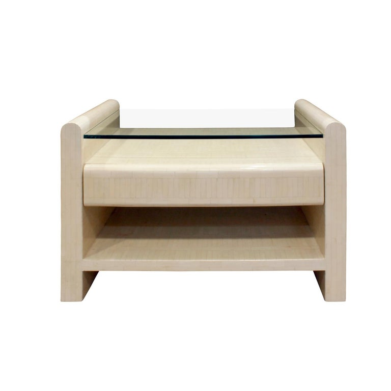 Mid-Century Modern Pair of Bedside Tables in Lacquered Tesselated Bone, 1970s For Sale