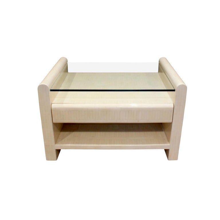 Colombian Pair of Bedside Tables in Lacquered Tesselated Bone, 1970s For Sale