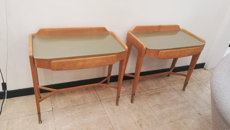 Mid-Century Modern Pair of Bedsides or End Tables in Wood, circa 1950 For Sale
