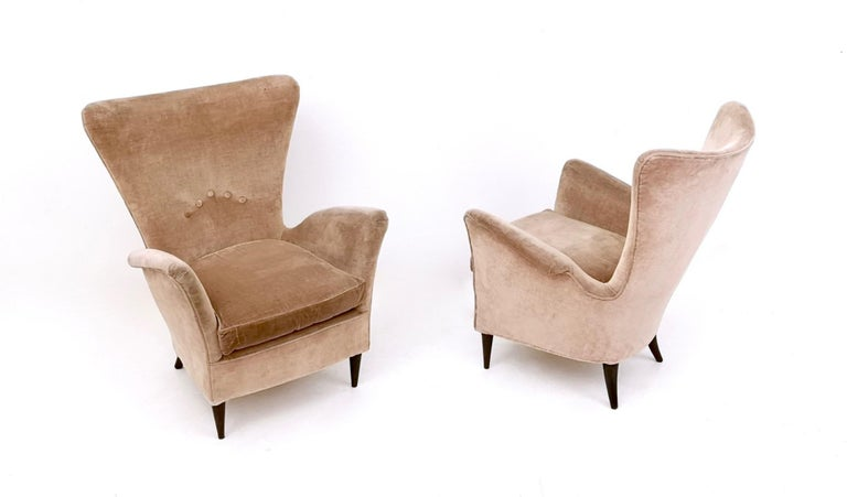 Mid-20th Century Pair of Beige Velvet Armchairs Ascribable to Gio Ponti for Hotel Bristol