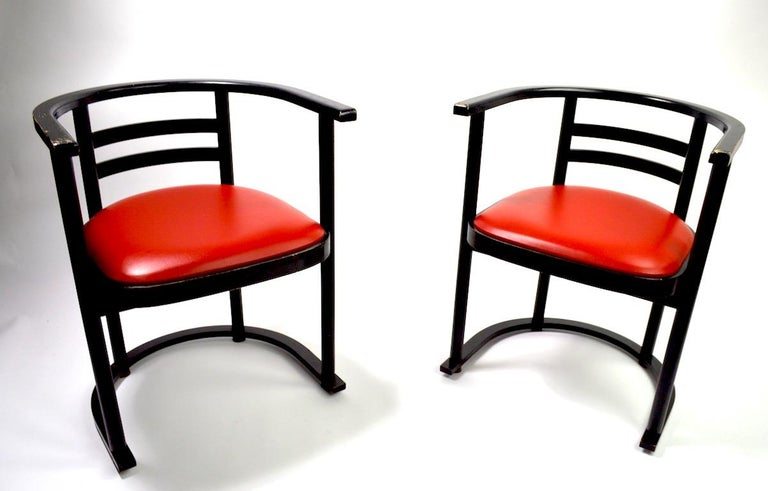 Nice pair of bentwood cafe chairs in the style of Hoffmann design for Thonet. Sophisticated architectural design, clean, comfortable, ready to use. Both chairs are in very good, original condition, showing only light cosmetic wear, normal and