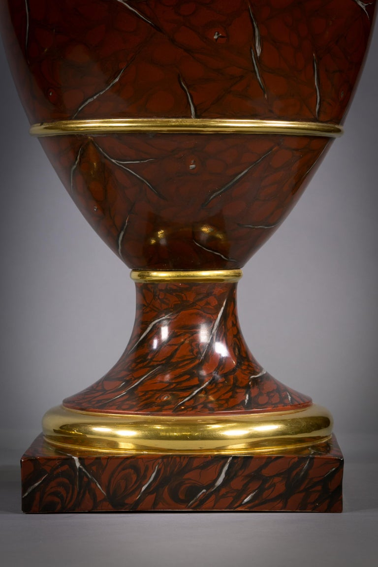 German Pair of Berlin Porcelain Faux Marble and Gilt Urns, circa 1825 For Sale
