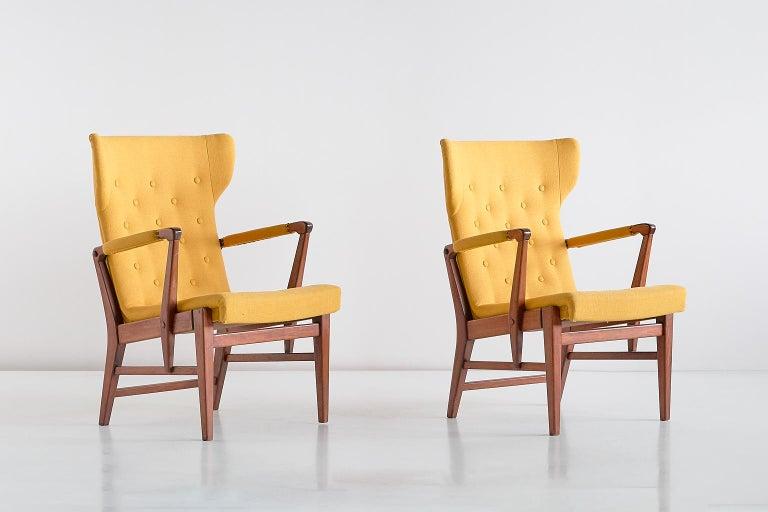 Scandinavian Modern Pair of Bertil Söderberg Armchairs in Mahogany for Nordiska Kompaniet, 1940s For Sale