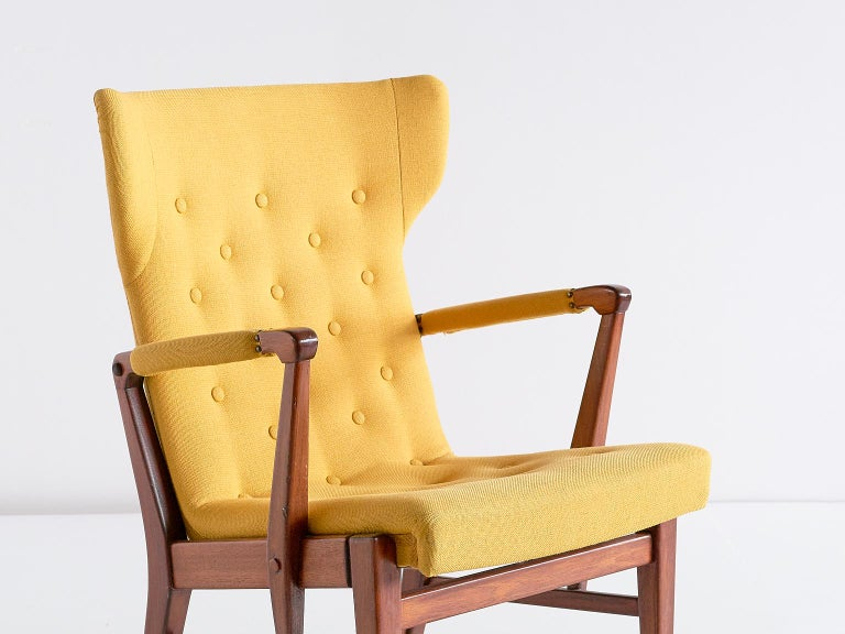 Fabric Pair of Bertil Söderberg Armchairs in Mahogany for Nordiska Kompaniet, 1940s For Sale