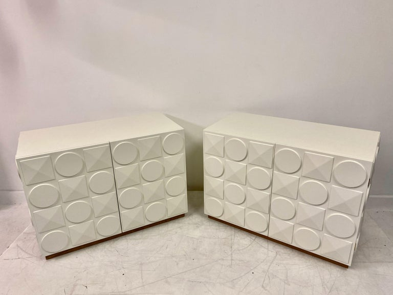 Pair of Italian White Postmodern Style Cabinets In Good Condition For Sale In London, London