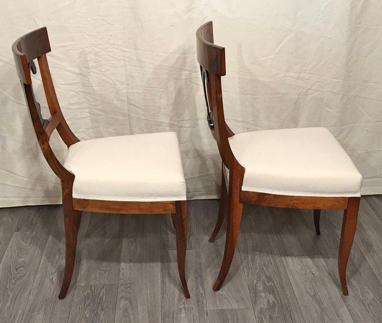 Veneer Pair of Biedermeier Chairs, South German 1820, Walnut For Sale