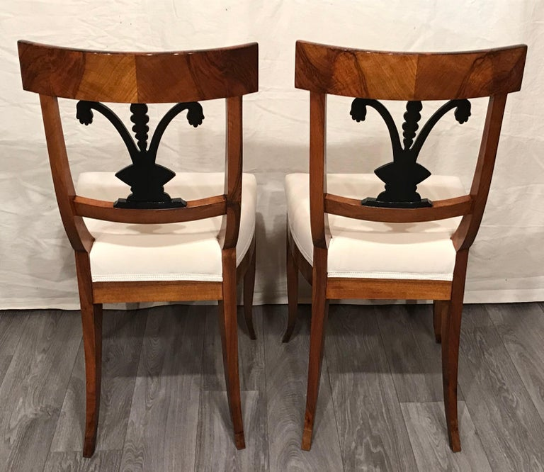 Pair of Biedermeier Chairs, South German 1820, Walnut In Good Condition For Sale In Belmont, MA