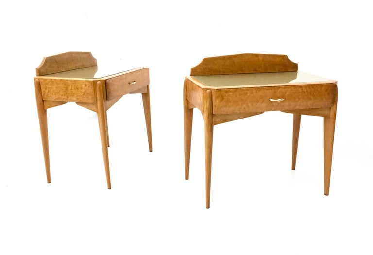Italian Pair of Birch and Beech Nightstands with a Glass Top, Italy, 1950s For Sale