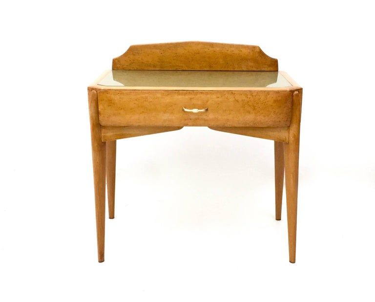 Pair of Birch and Beech Nightstands with a Glass Top, Italy, 1950s In Excellent Condition For Sale In Bresso, Lombardy