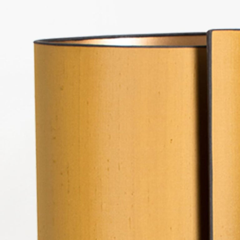Pair of table lamps. Each lamp features a ceramic base with a rough surface in an off-white glaze with shiny metallic gold glazed patterns, Bitossi, Italy, circa 1960s. With exceptional new custom made silk shades by René Houben. With warm gold