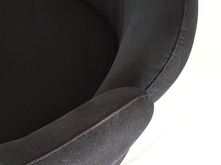 Pair of Black Alcantara PS142 armchairs by Eugenio Gerli For Tecno, 1970 In Good Condition For Sale In Varese, Lombardia