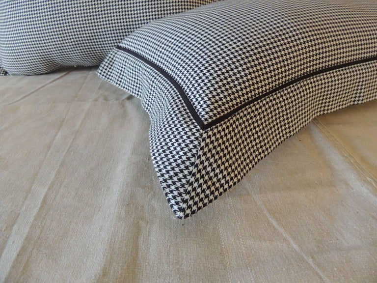 Portuguese Pair of Black and White Houndstooth Pattern Modern Lumbar Decorative Pillows For Sale