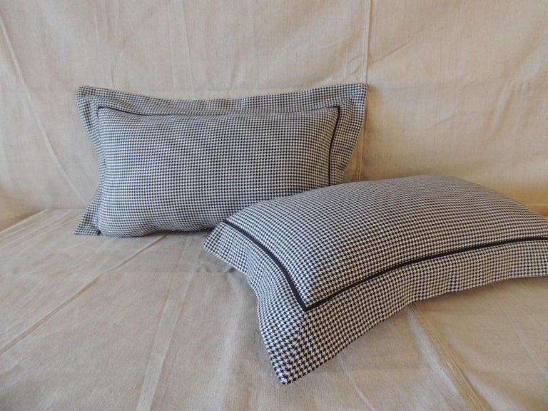 Hand-Crafted Pair of Black and White Houndstooth Pattern Modern Lumbar Decorative Pillows For Sale