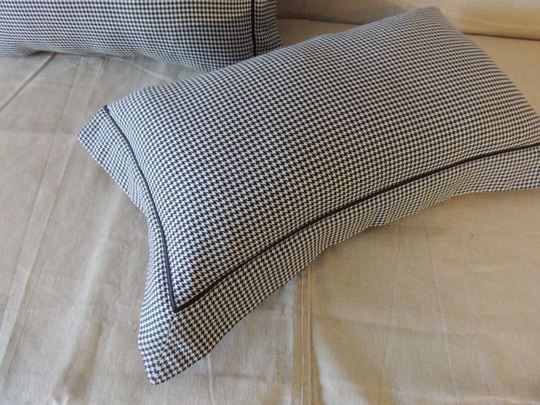 Contemporary Pair of Black and White Houndstooth Pattern Modern Lumbar Decorative Pillows For Sale