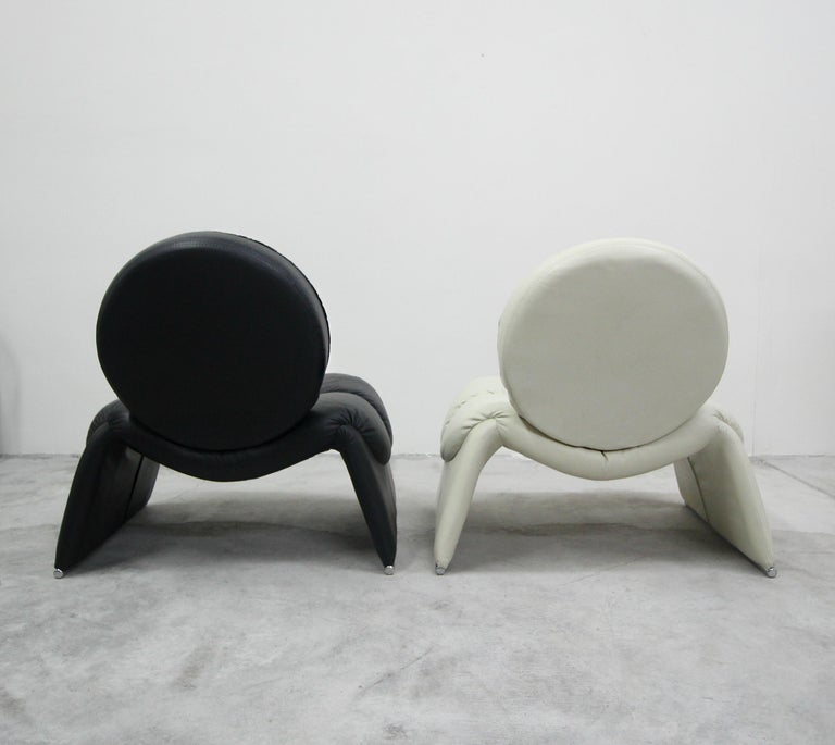 Pair of Black and White Leather Vintage Italian Lounge Chairs 1