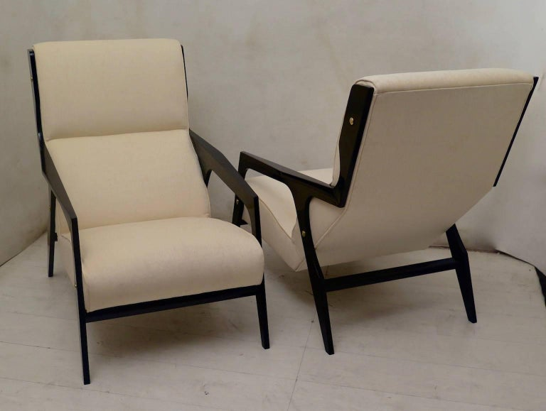 Mid-Century Modern Pair of Black and White Midcentury Armchairs For Sale