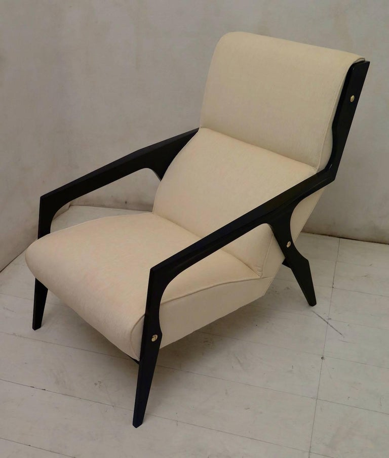 Pair of Black and White Midcentury Armchairs In Excellent Condition For Sale In Rome, IT