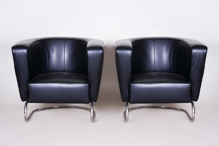 Pair of Art Deco armchairs. United Arts & Crafts manufacture. Designed by Jindřich Halabala. Material: Chrome-plated steel and High quality leather.