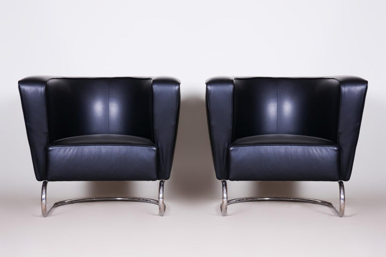 Pair of Black Art Deco Armchairs from Czechoslovakia by Jindrich Halabala, 1930s In Good Condition For Sale In Horomerice, CZ