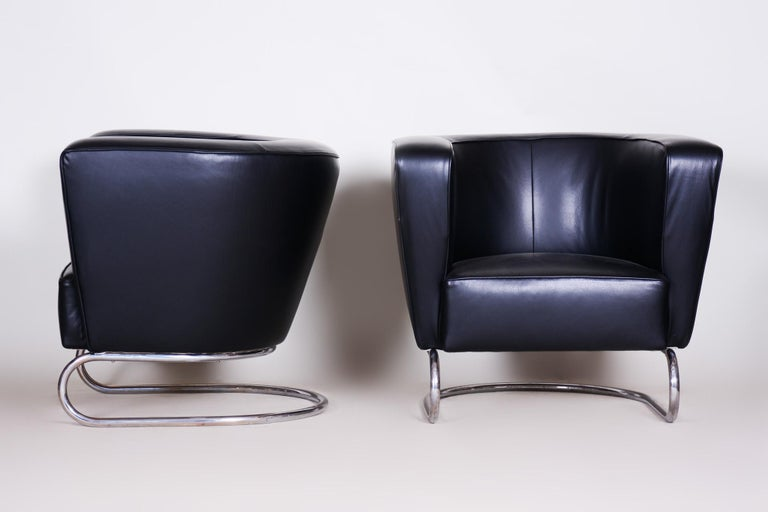 Pair of Black Art Deco Armchairs from Czechoslovakia by Jindrich Halabala, 1930s For Sale 1