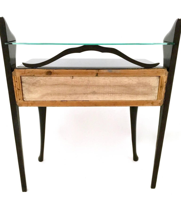 Mid-20th Century Pair of Black Lacquered Wood Nightstands with Glass Tops, Italy, 1950s For Sale