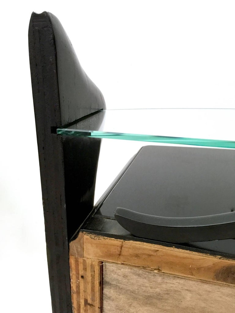 Pair of Black Lacquered Wood Nightstands with Glass Tops, Italy, 1950s For Sale 1