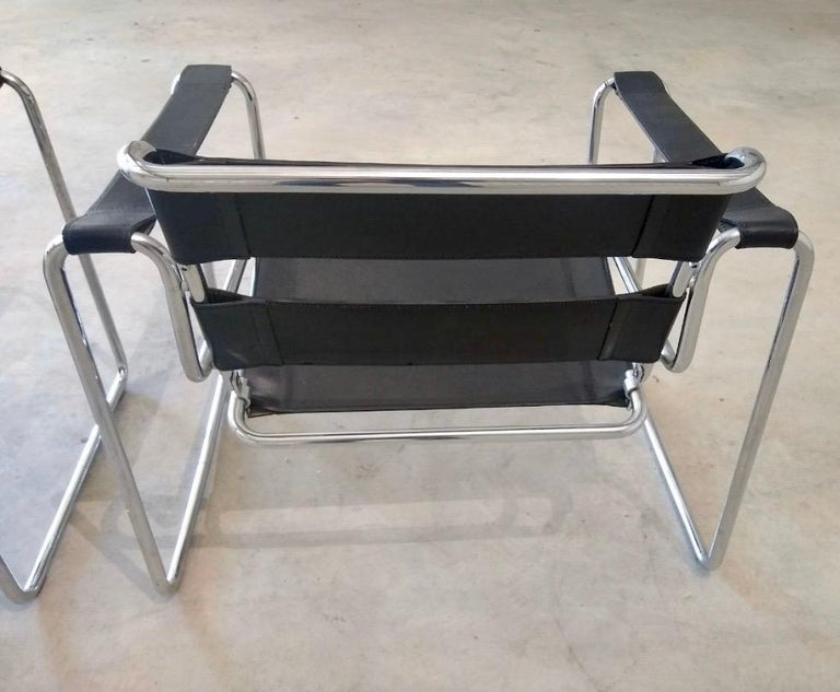 Pair of Black Leather Marcel Breuer Style Wassily Chairs Mid-Century Modern In Good Condition For Sale In West Hartford, CT