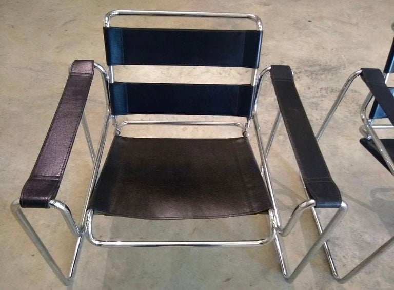Late 20th Century Pair of Black Leather Marcel Breuer Style Wassily Chairs Mid-Century Modern For Sale