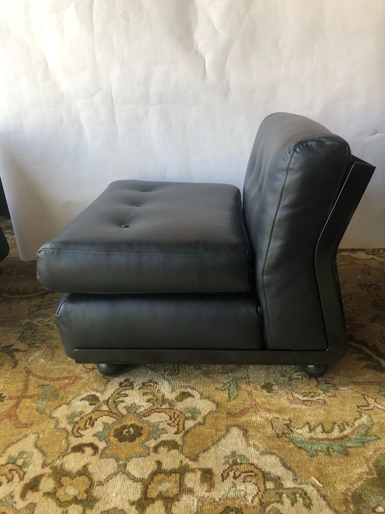 20th Century Pair of Black Leather Mario Bellini B&B Chairs For Sale