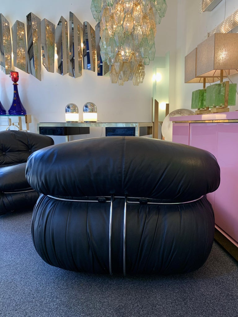 Pair of black leather soriana scarpa cassina lounge chairs for Cassina italy