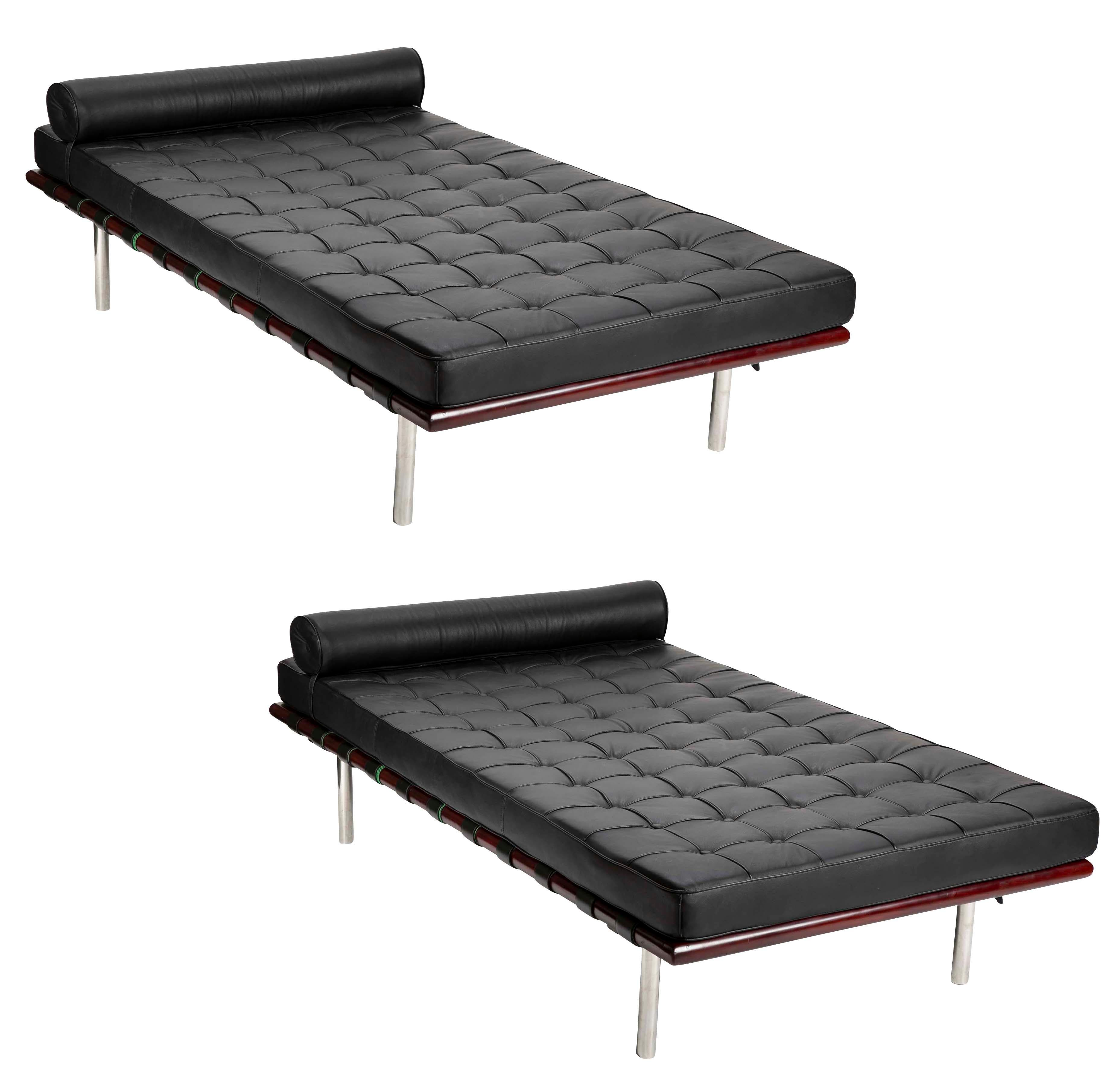 Superieur Pair Of Black Leatherette Chaise Lounges In The Manner Of Mies Van Der Rohe  For Sale
