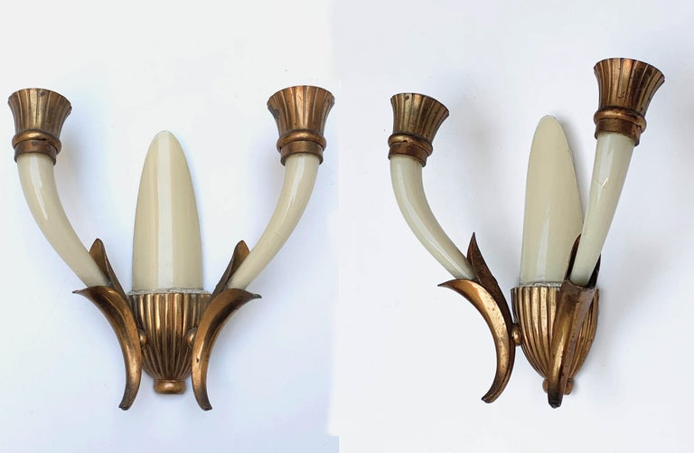 Elegant pair of wall lights attributed to Gugliemo Ulrich. They were produced in Venice, Italy, during 1940s. 
