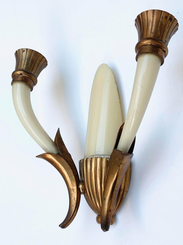 Mid-20th Century Pair of Blown Ivory White Murano Glass and Coppered Brass Italian Sconces, 1940s For Sale