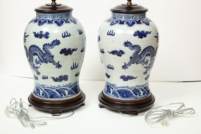 Pair of Blue and White Chinese Export Lamps For Sale 12