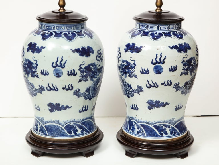 Pair of Blue and White Chinese Export Lamps For Sale 4