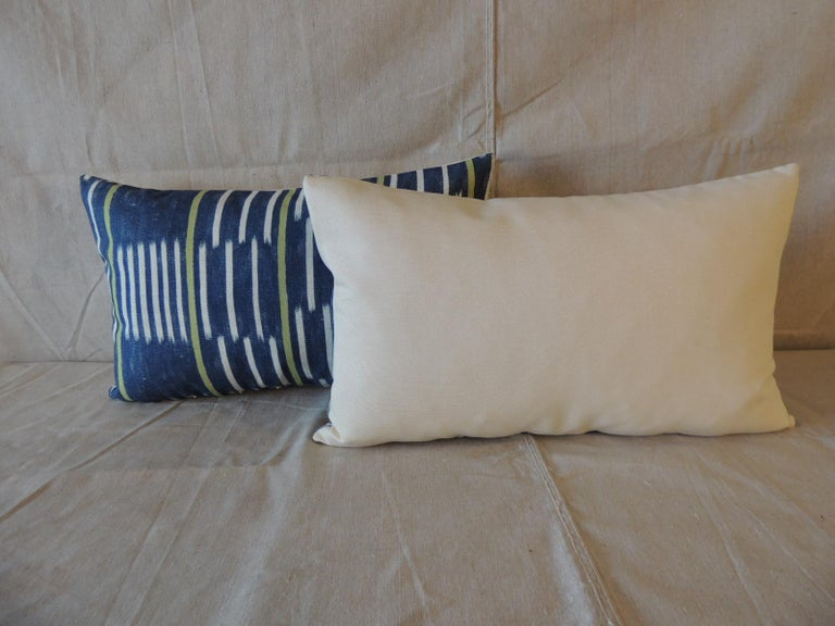 Portuguese Pair of Blue and White Ikat Style Modern Lumbar Decorative Pillows For Sale