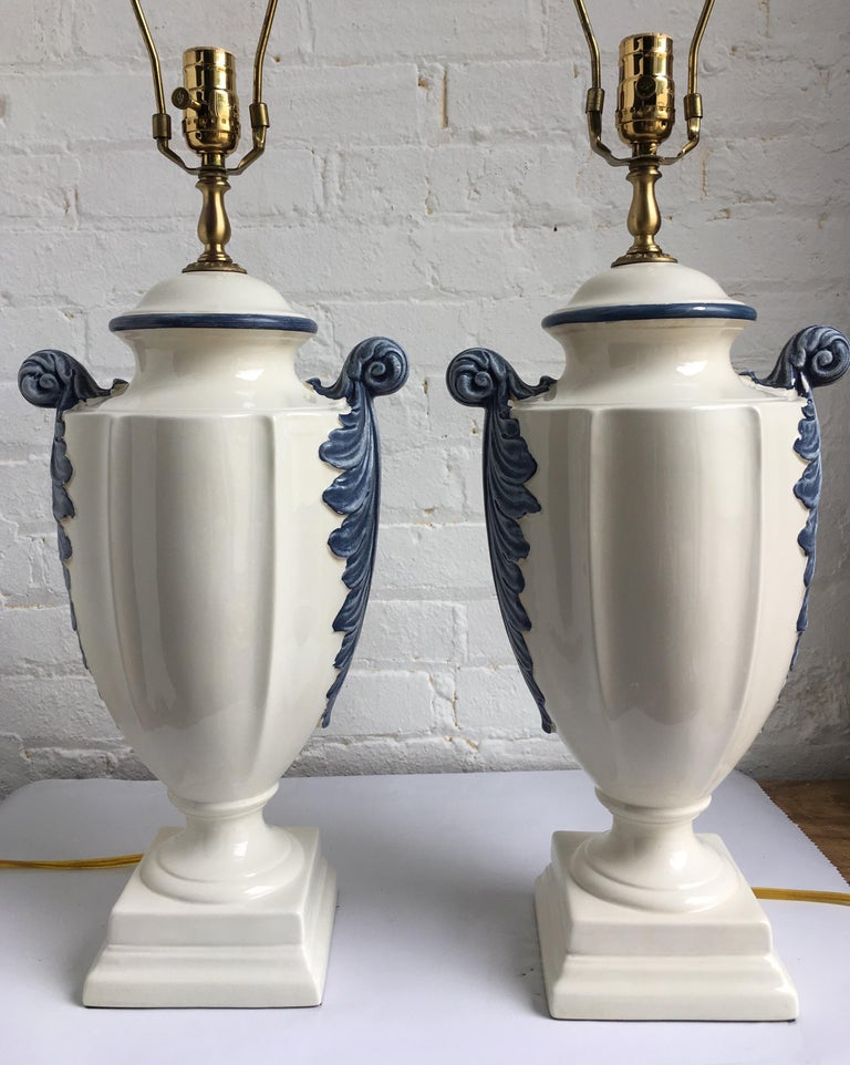 Late 20th Century Hollywood Regency Style Blue and White Porcelain Glazed Urn Lamps For Sale
