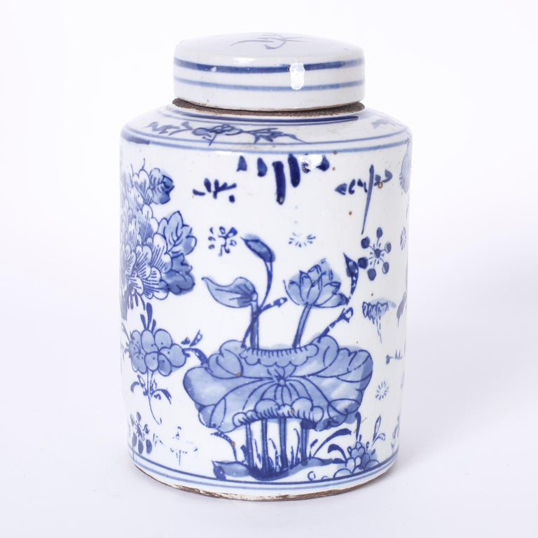 Chinese Pair of Blue and White Porcelain Jars For Sale