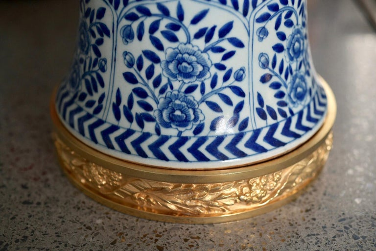 Pair of Blue and White Porcelain Lamps In Excellent Condition For Sale In New York, NY