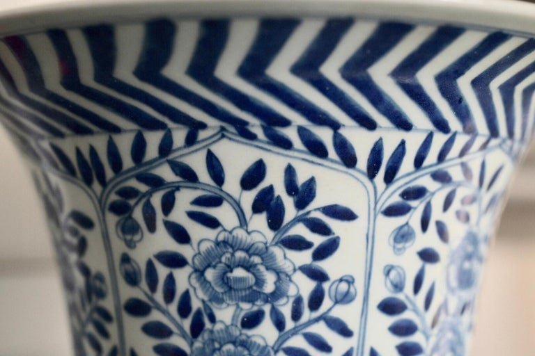 Pair of Blue and White Porcelain Lamps For Sale 1